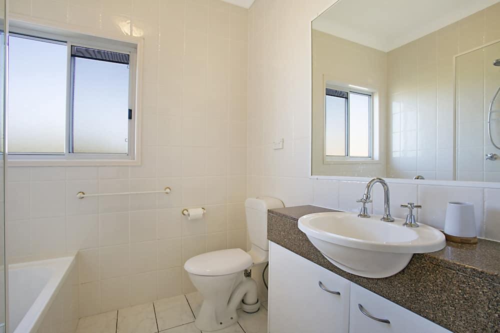 Deluxe appartement, 2 slaapkamers - Badkamer