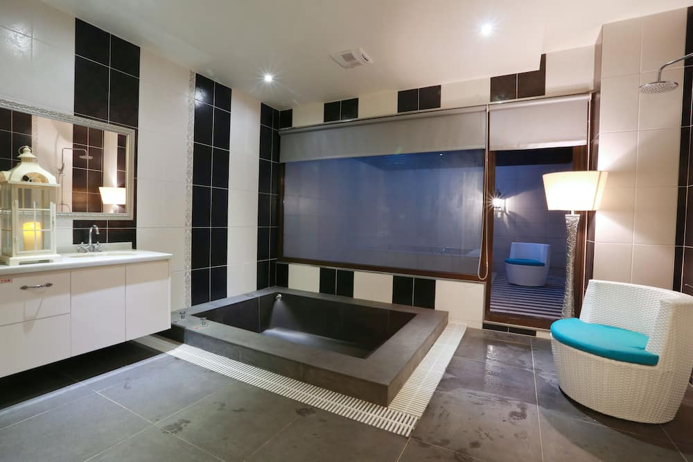 Чотиримісний номер «Делюкс», багатомісний номер (Min occupancy 2 people) - Ванна кімната