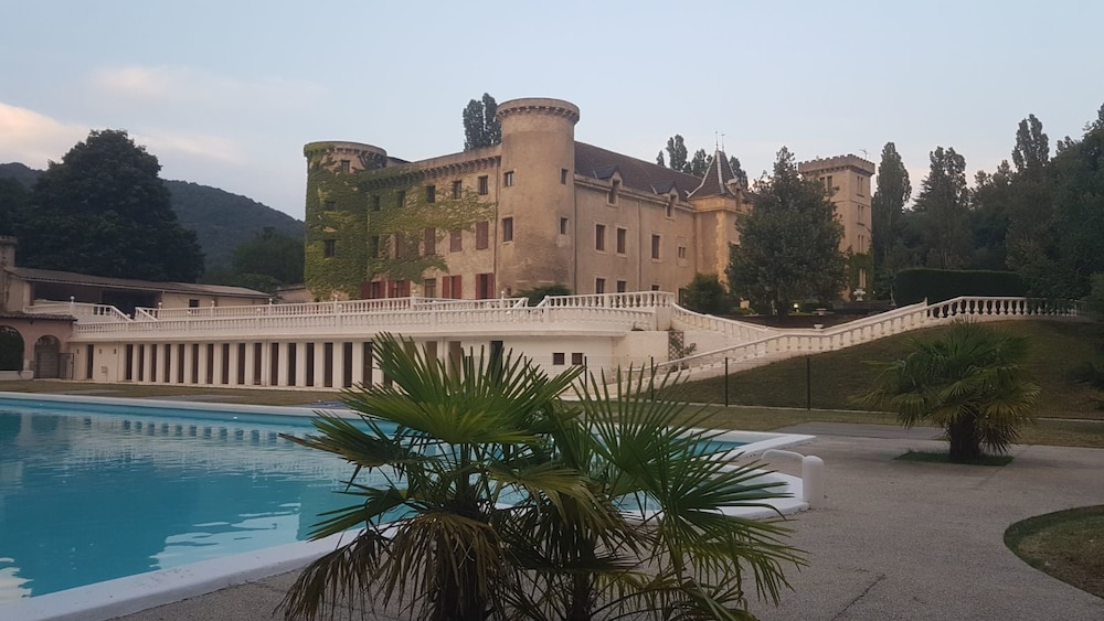 Book Chateau De Fontager In Serves