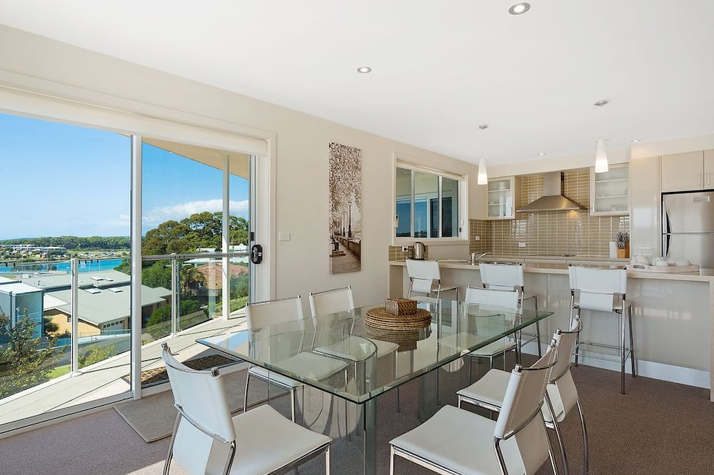 5 Bedroom House - In-Room Dining