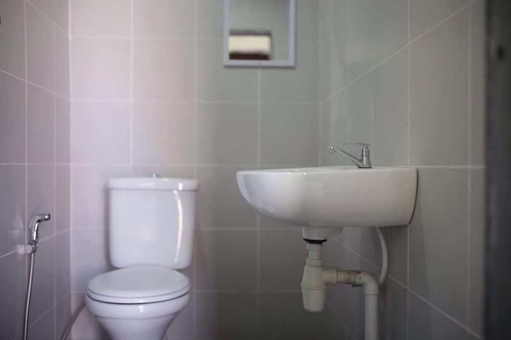Zimmer (Group) - Badezimmer
