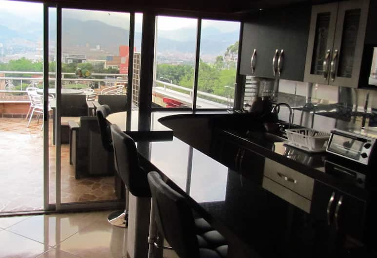Calle 10 Apartments, Medellin, Penthouse - 3 sovrum - bubbelpool (3 Queen Beds), Eget pentry