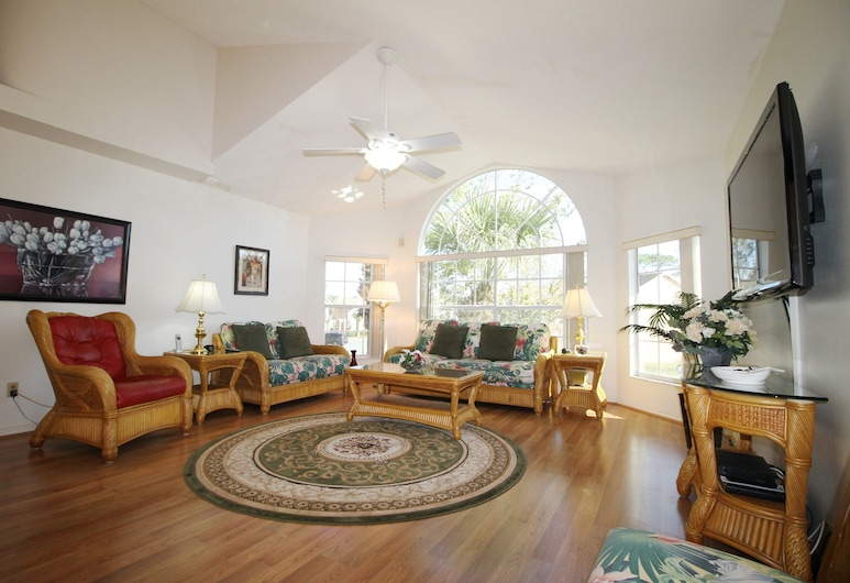Florida Vacations 365, Kissimmee, Deluxe Condo, 3 Bedrooms, Courtyard View, Living Area