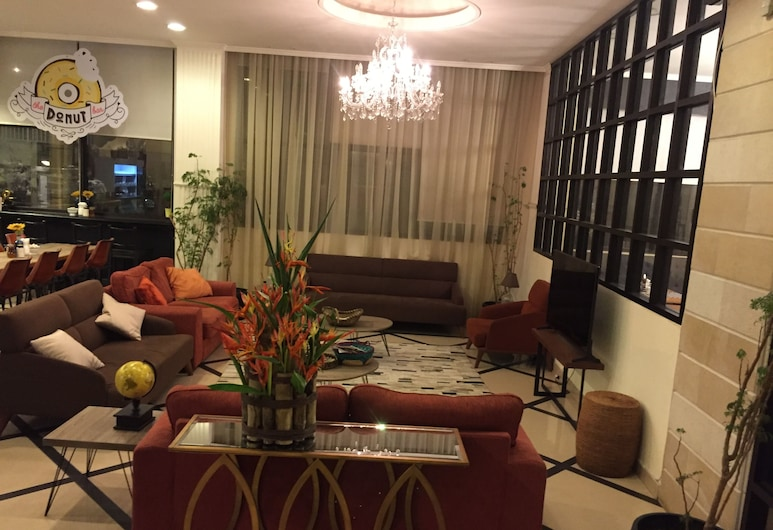 Royal Grand Hotel, Monrovia, Lobby Lounge