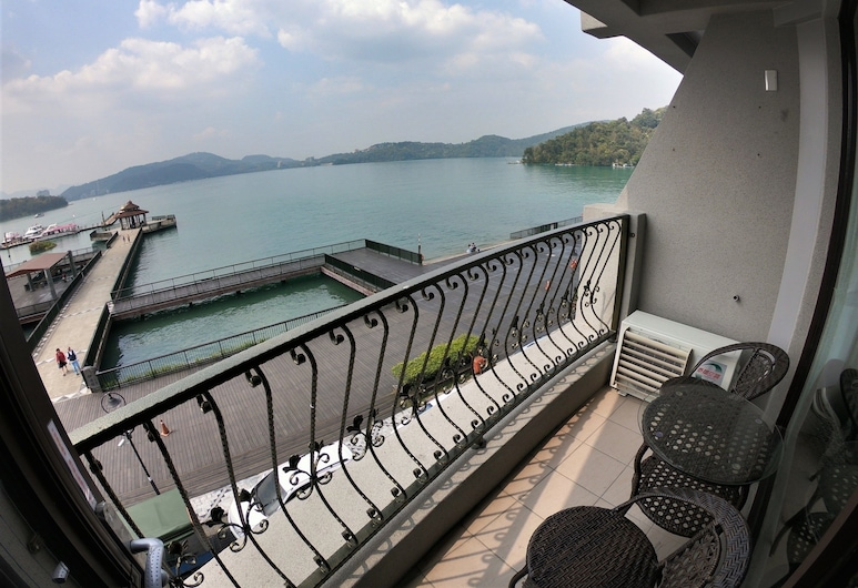 Ming Yue Lakeview Hotel, Yuchi, Standard Triple Room, Lake View, Guest Room