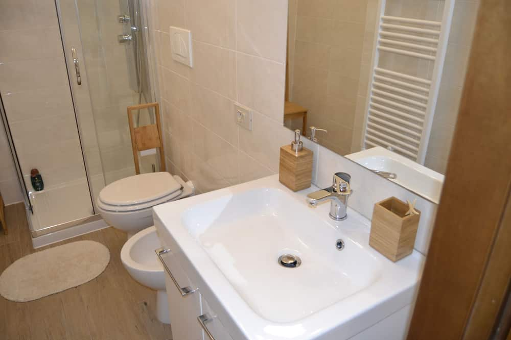 Romantic Apartment, 1 Bedroom - Bathroom