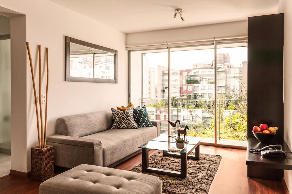 City Apartment, 2 Bedrooms, Balcony (1 Queen and 2 Single Beds) - Living Area
