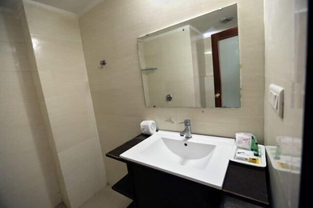 デラックス ダブルまたはツインルーム ダブルベッド 1 台 - バスルームのシンク