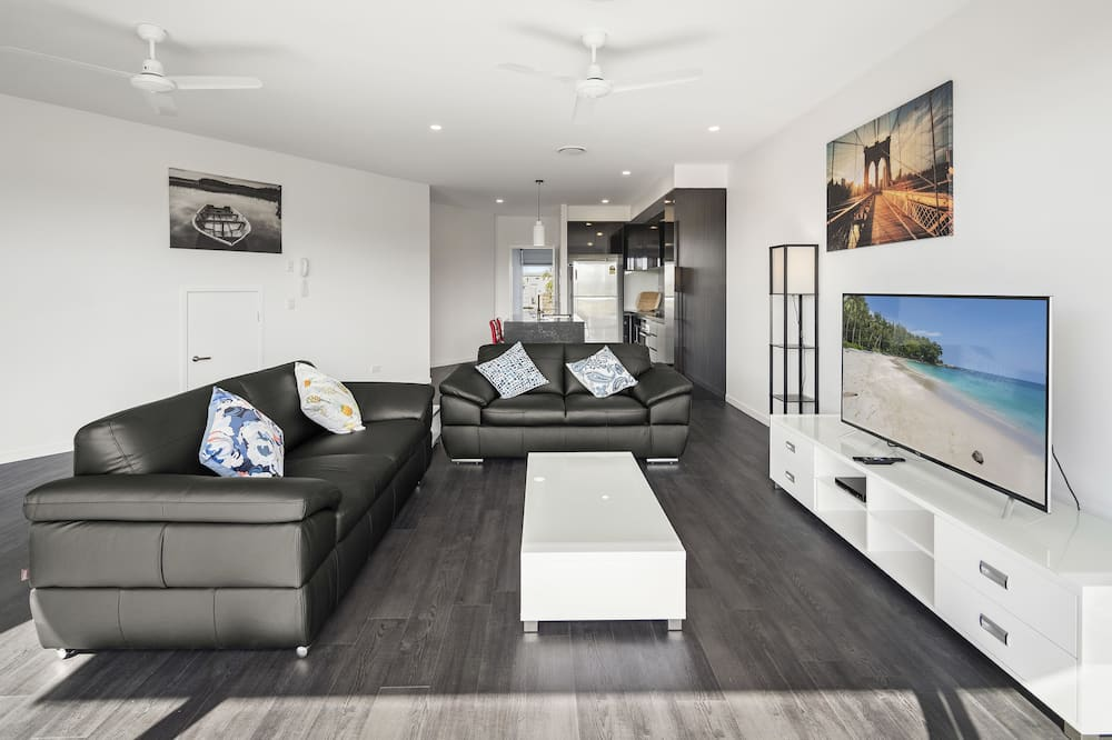 Three Bedroom Townhouse - Living Room