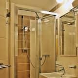 Chambre Double Standard, 1 grand lit - Douche de la salle de bain
