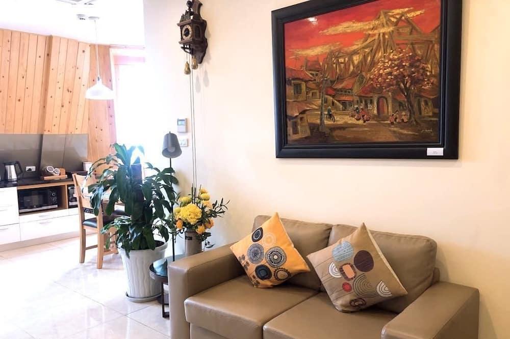 Luxury Apartment, 3 Bedrooms, Garden View, Garden Area - Living Area