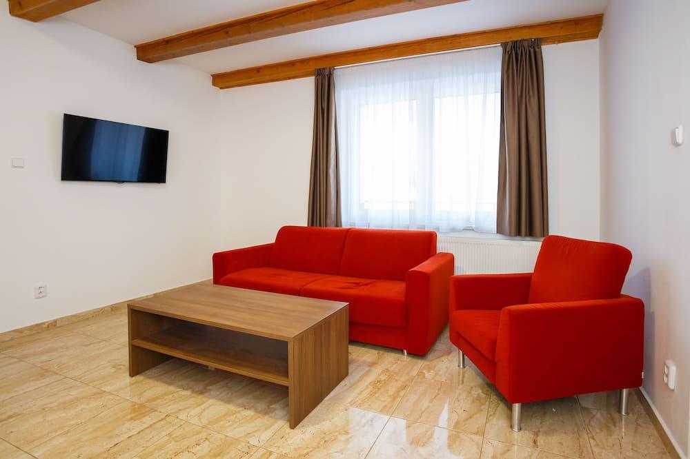 컴포트 아파트, 침실 2개, 간이주방, 산비탈 - 거실 공간