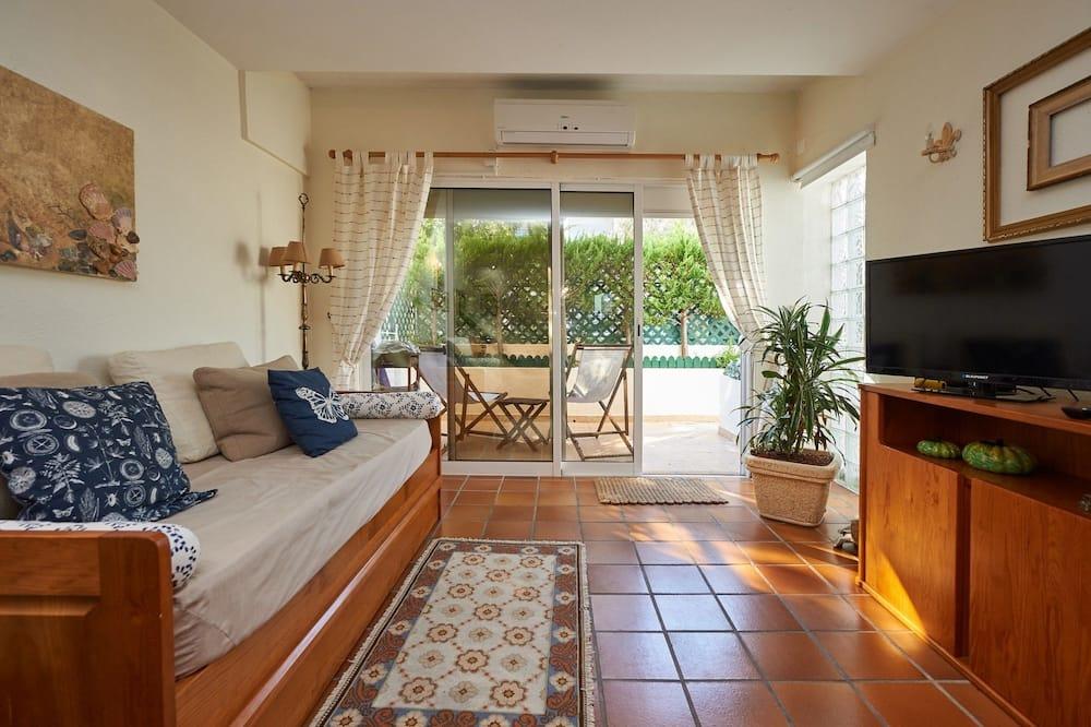 Apartmán, 2 spálne, terasa, s výhľadom do záhrady - Obývačka