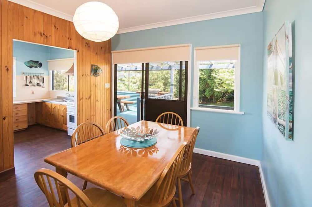3 Bedroom Beach House  - In-Room Dining