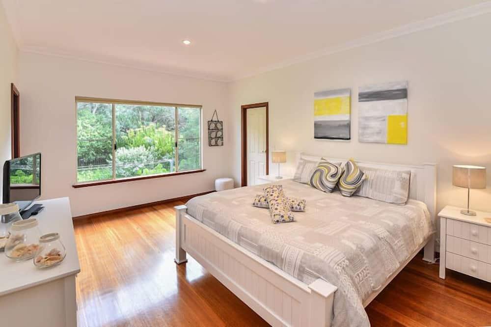 3 Bedroom Beach House  - Room