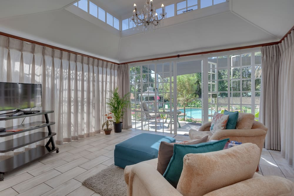 Luxury Double Self-catering Suite - Living Area