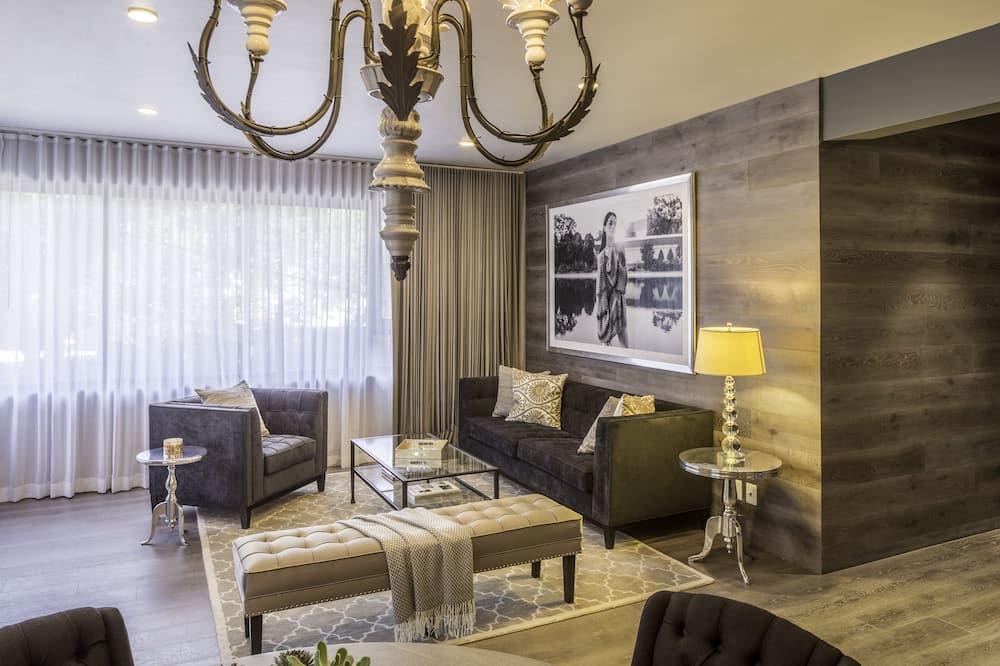 Signature Suite, 2 Bedrooms, 2 Bathrooms - Living Area