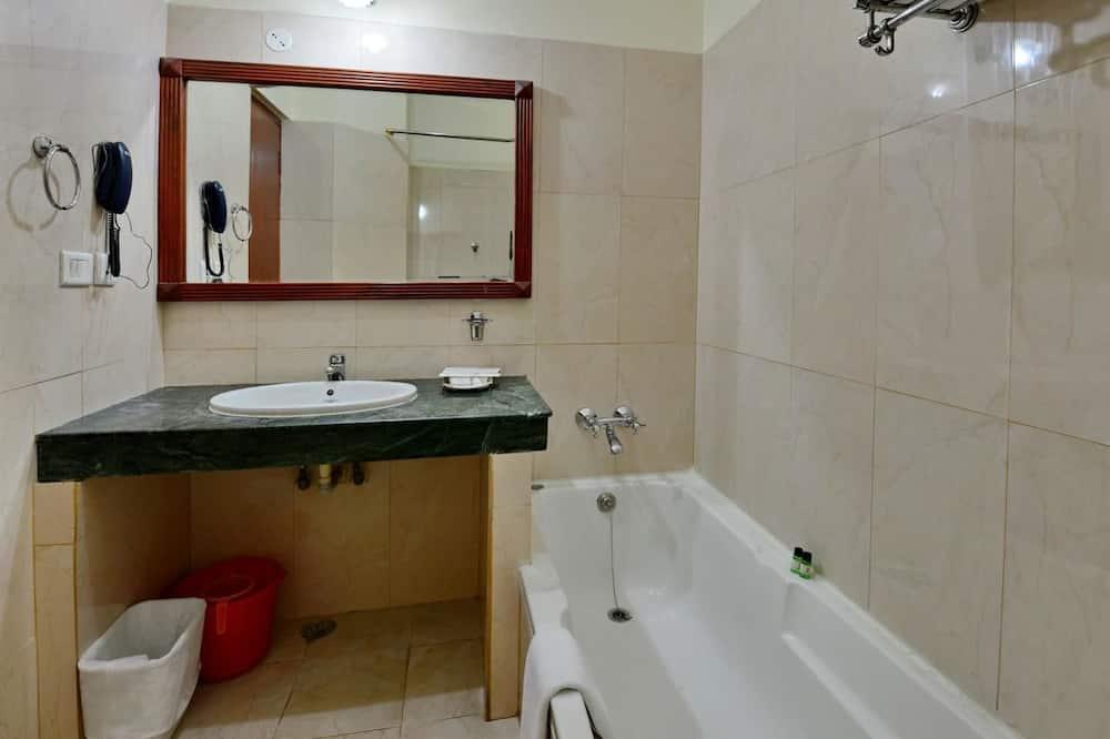 Executive İki Ayrı Yataklı Oda, 2 Tek Kişilik Yatak, Sigara İçilebilir, Bahçe Manzaralı - Banyo