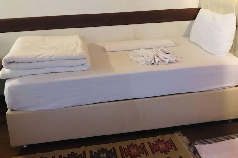 Стандартный двухместный номер с 1 двуспальной кроватью, вид на город - Номер