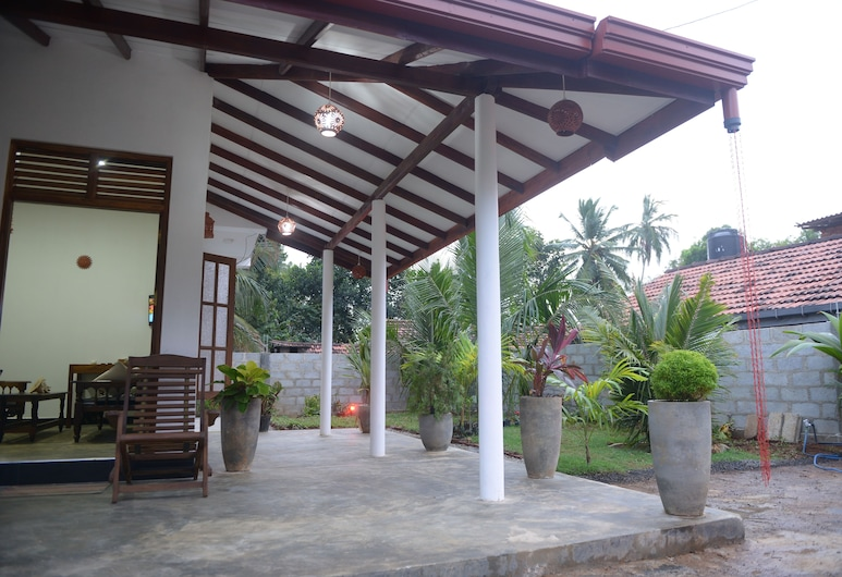 EAGLE HOMESTAY, Tangalle, Front of property