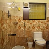 Deluxe Double Room, 1 King Bed, Accessible, City View - Bathroom