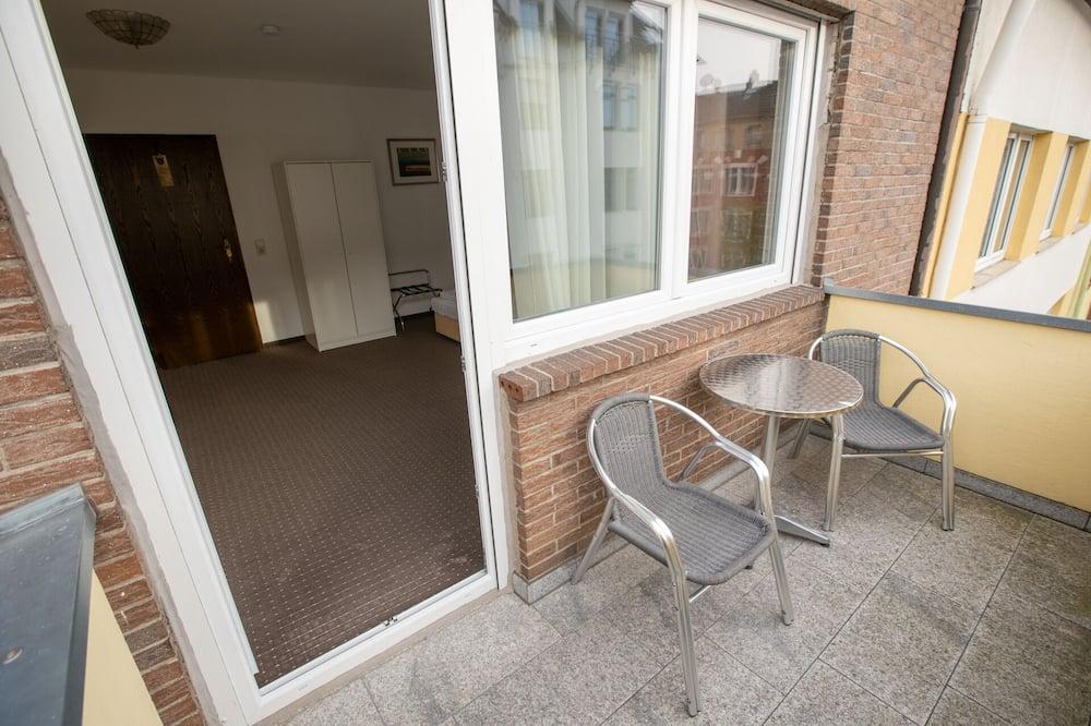 Dvivietis kambarys (2 viengulės lovos), balkonas - Balkonas