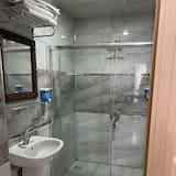 스탠다드 쿼드룸, 발코니, 시내 전망 - 욕실