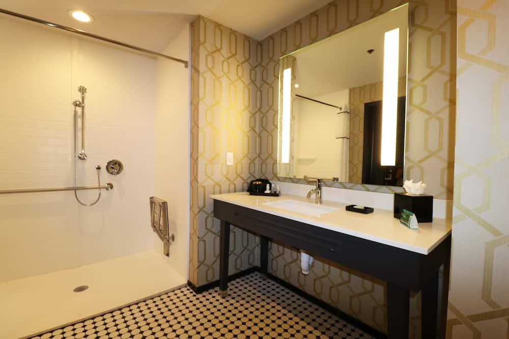 Стандартный номер, 2 двуспальные кровати «Квин-сайз» (Mobil Roll Shwr) - Ванная комната