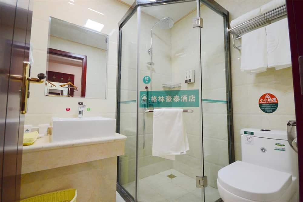 aukštesnės klasės dvivietis kambarys - Vonios kambarys