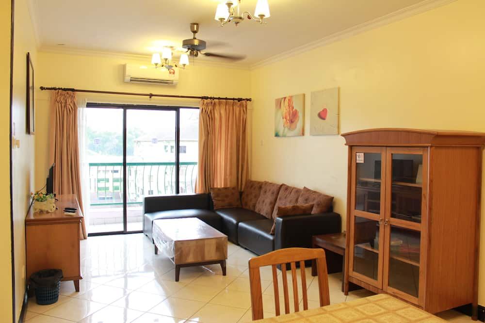 Apartment, 3 Bedrooms (8 adults) - Living Room