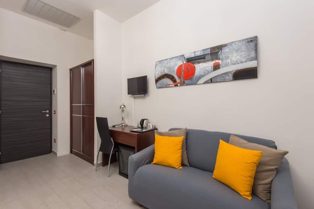 1. Camera Tripla - Area soggiorno