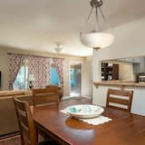 House, 2 Bedrooms, Bathtub (Downtown Charmer House) - In-Room Dining