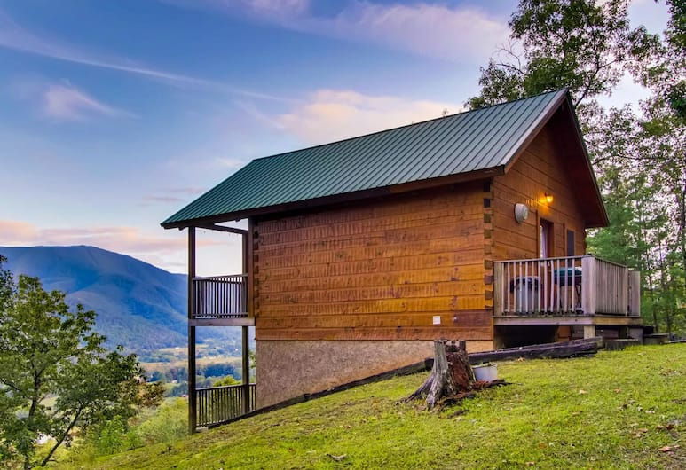 Hatcher's Mountain by RedAwning, Sevierville