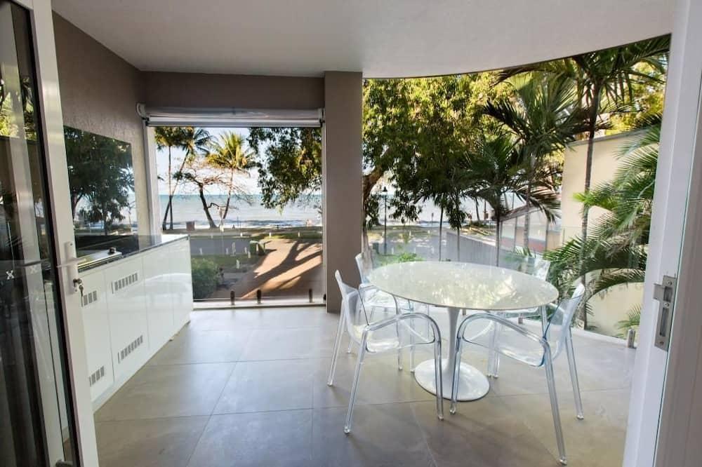 Luxury Apartment, 2 Bedrooms, Beachfront - Balcony