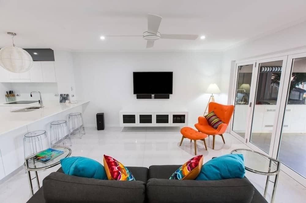 Luxury Apartment, 2 Bedrooms, Beachfront - Living Area