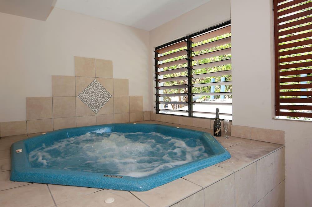 The Heritage 2313 - Indoor Spa Tub