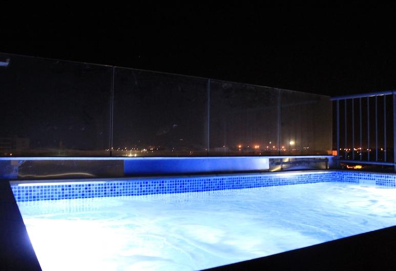 Qbic City Hotel, לרנקה, בריכה על הגג