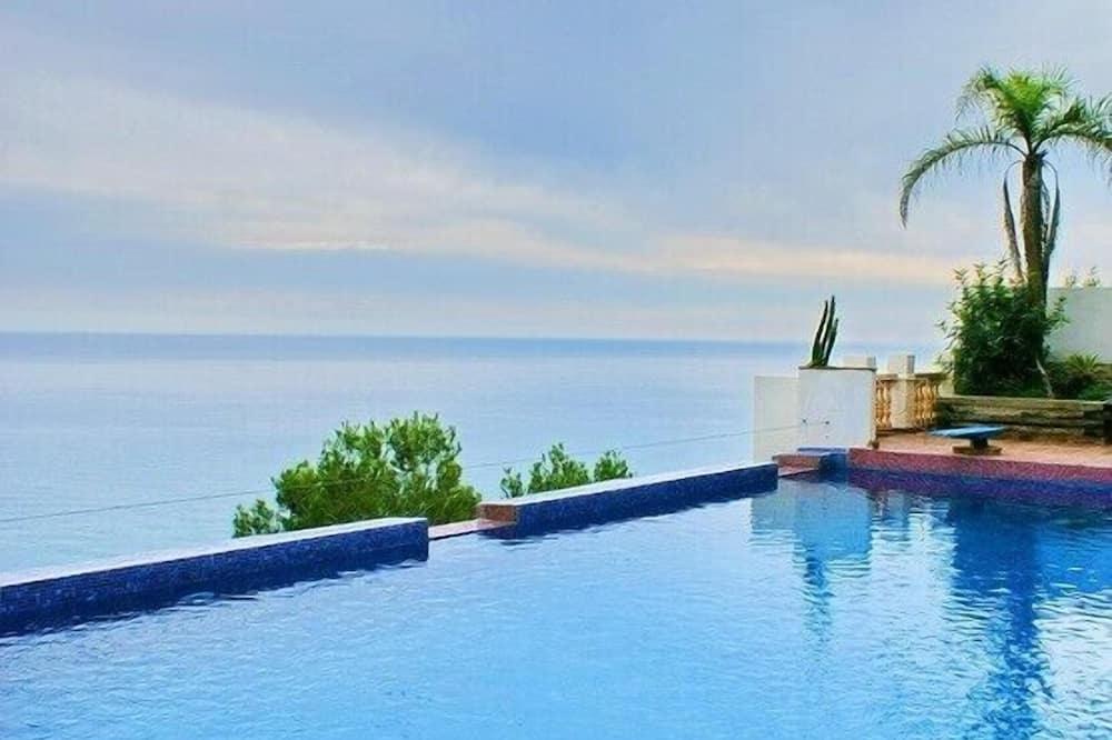 Villa, 5 hálószobával, privát medence, kilátással a tengerre - Saját medence