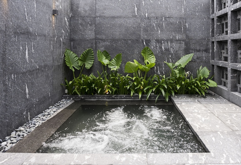 30 Bencoolen, Singapore, Outdoor Spa Tub