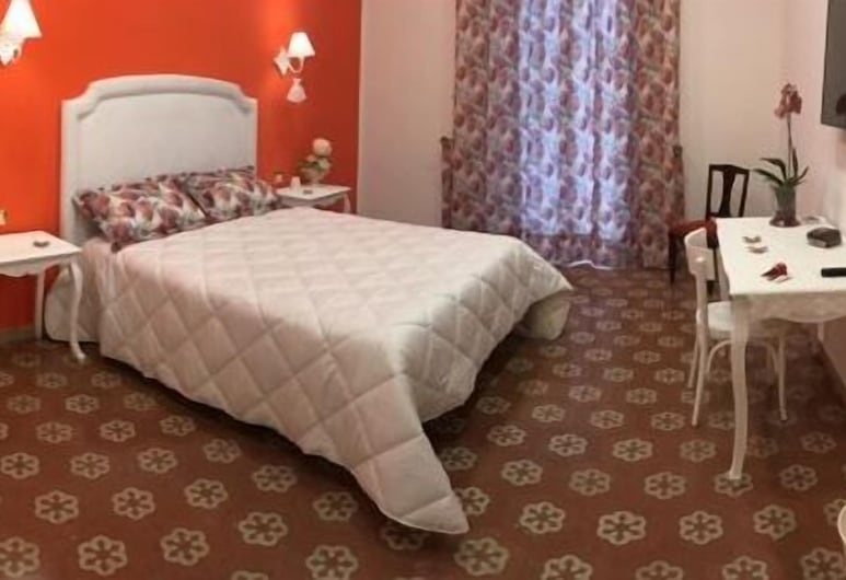 B&B Resta cu mme, Naples, Triple Room, Shared Bathroom, Guest Room