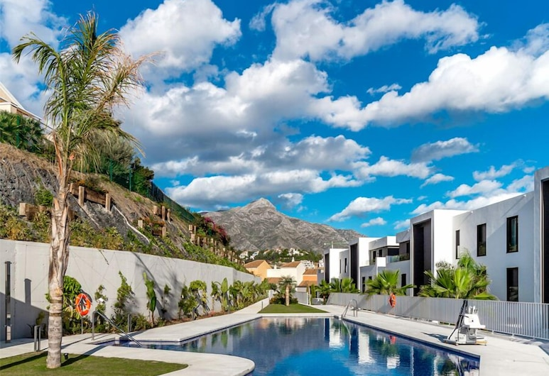 A-VITA Azahar Luxury Apartments, Marbella, Pool