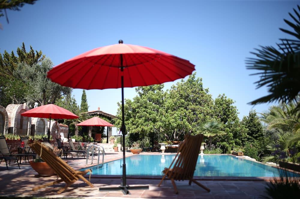 Economy Room - Outdoor Pool