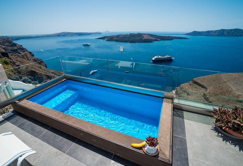 Kratiras View Luxury Suites, Santorini, Outdoor Spa Tub