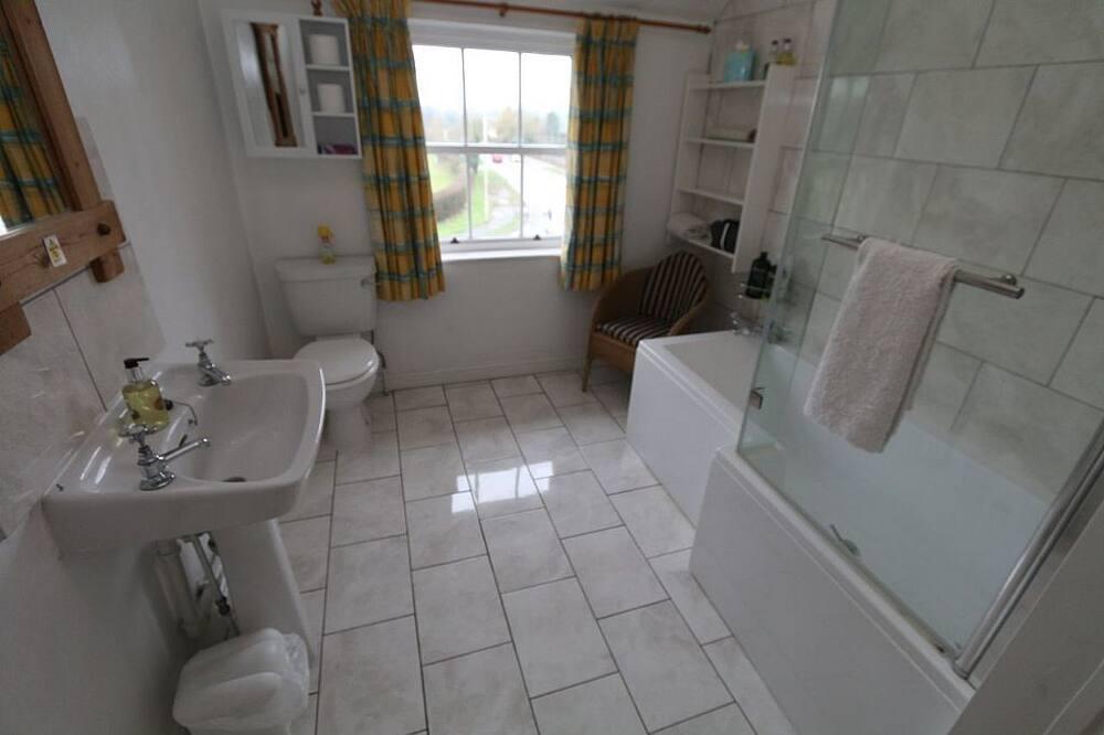 Tvåbäddsrum - eget badrum (Whitchurch) - Badrum