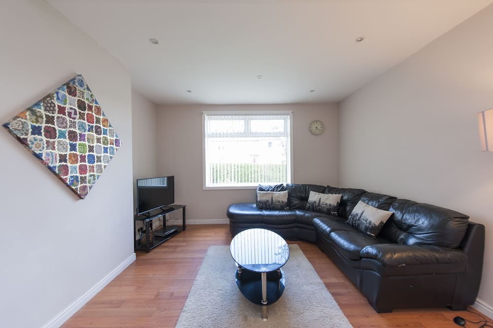Family Apartment, 2 Bedrooms, Ground Floor - Living Area