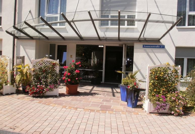 Apartments Aschheim, Aschheim, Property entrance