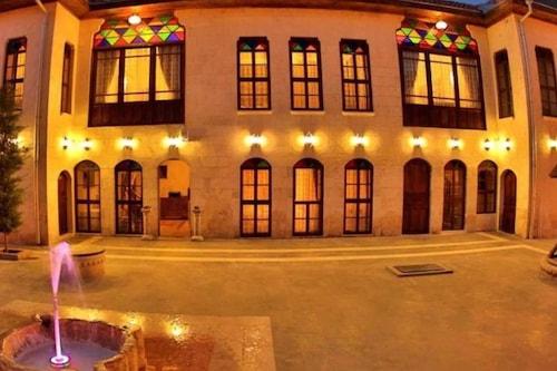 阿里貝考納吉酒店/