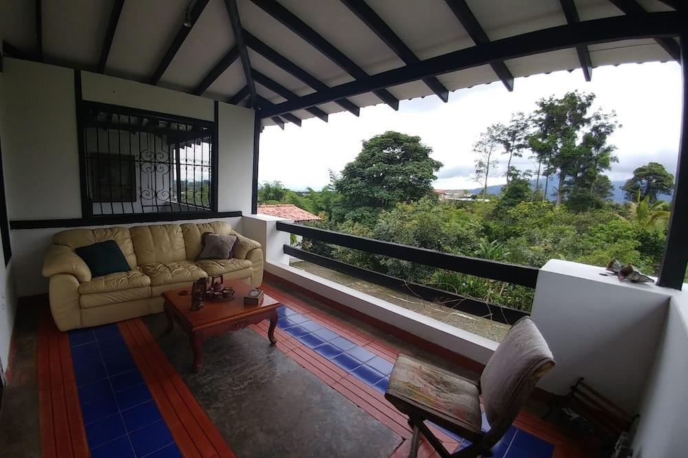 Pagerinto tipo kambarys, 1 didelė dvigulė lova, balkonas, vaizdas į kalnus - Balkonas