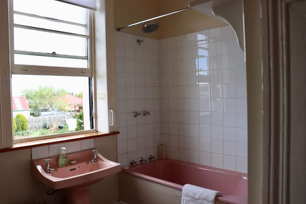 Deluxe-Dreibettzimmer (Innkeepers Room) - Badezimmer