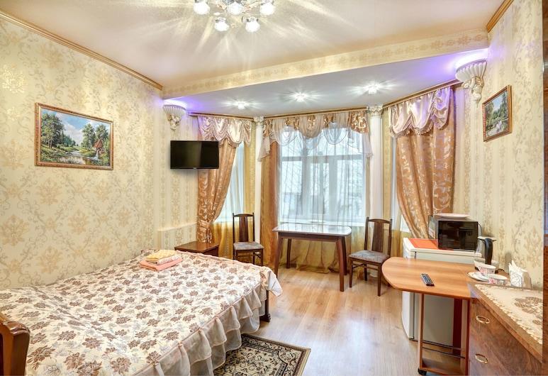 Гостиница «Петроградская», Санкт-Петербург, Люкс с эркером, Номер